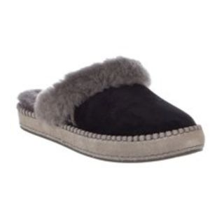 Authentic Ugg  Women's Aria Slip on Slipper